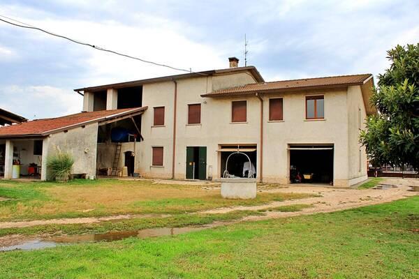 FP Studio Immobiliare agenzia immobiliare Fumane - Verona - Casale Residenziali in vendita